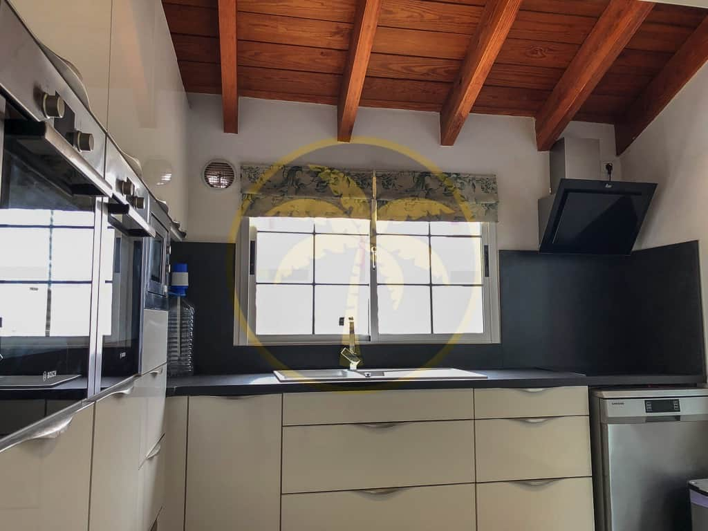 4/5 bedroom detached house and 2 bedroom apartment for sale in Charco del Pino Tenerife