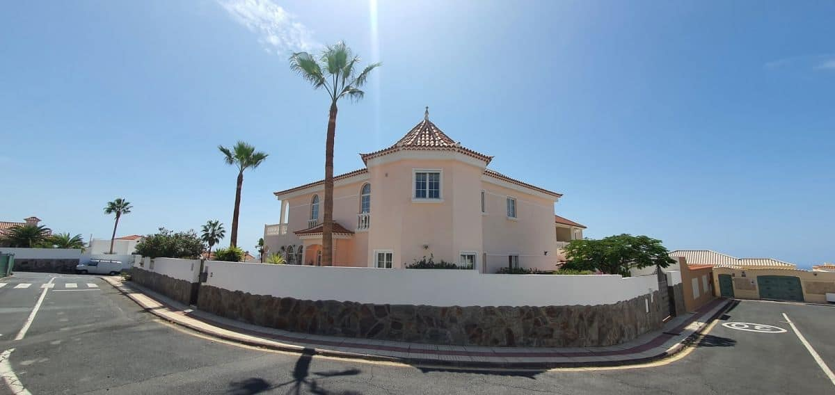 4 bedroom detached Villa for sale in Callao Salvaje Tenerife