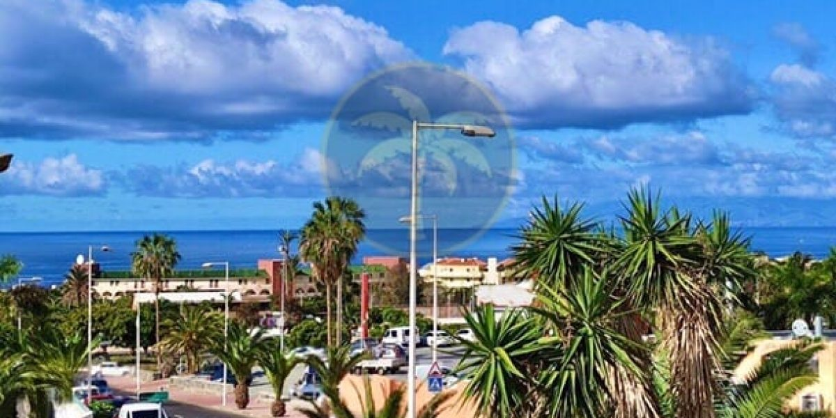 3 bedroom semi detached house to reform for sale in Costa Adeje Tenerife – 475.000 €
