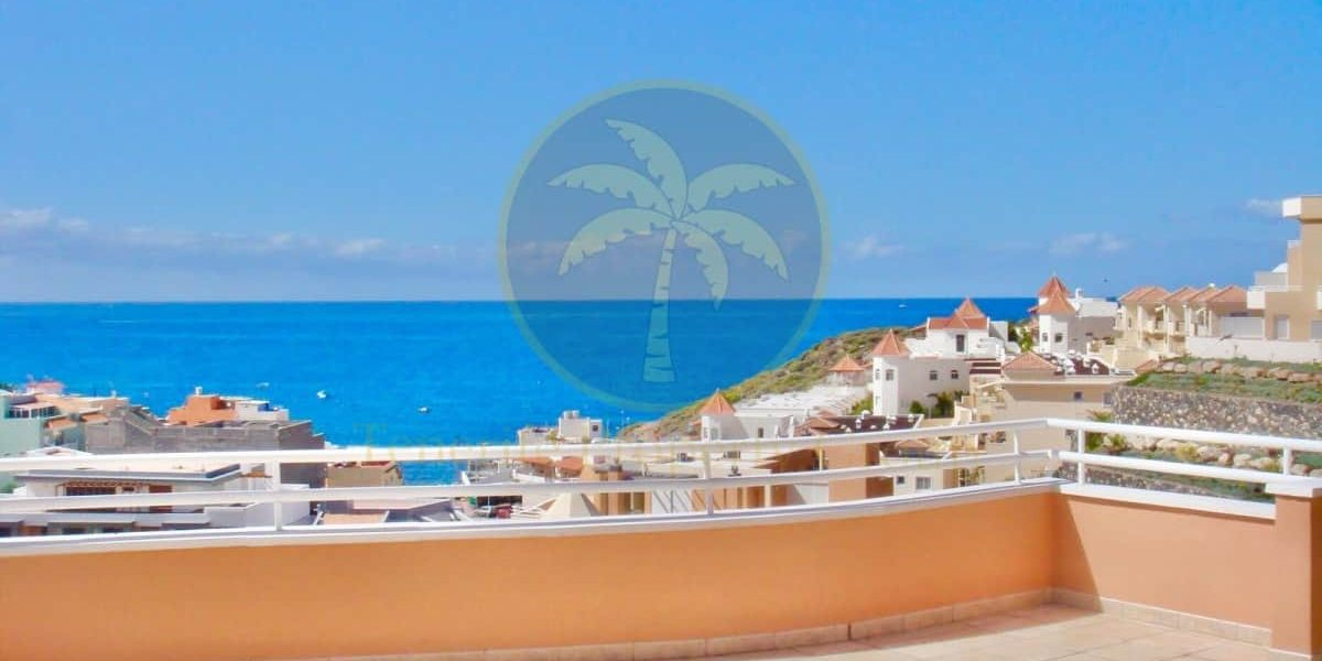2 bedroom penthouse with sea view for sale in La Caleta Tenerife – 990.000€